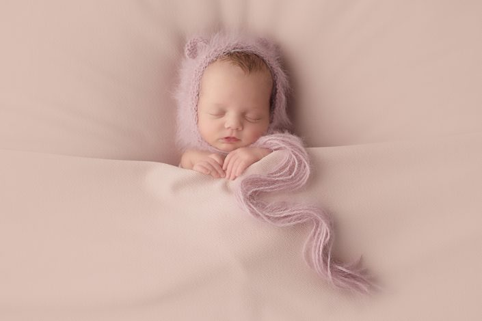 Glasgow baby photographer - baby with pink bonnet