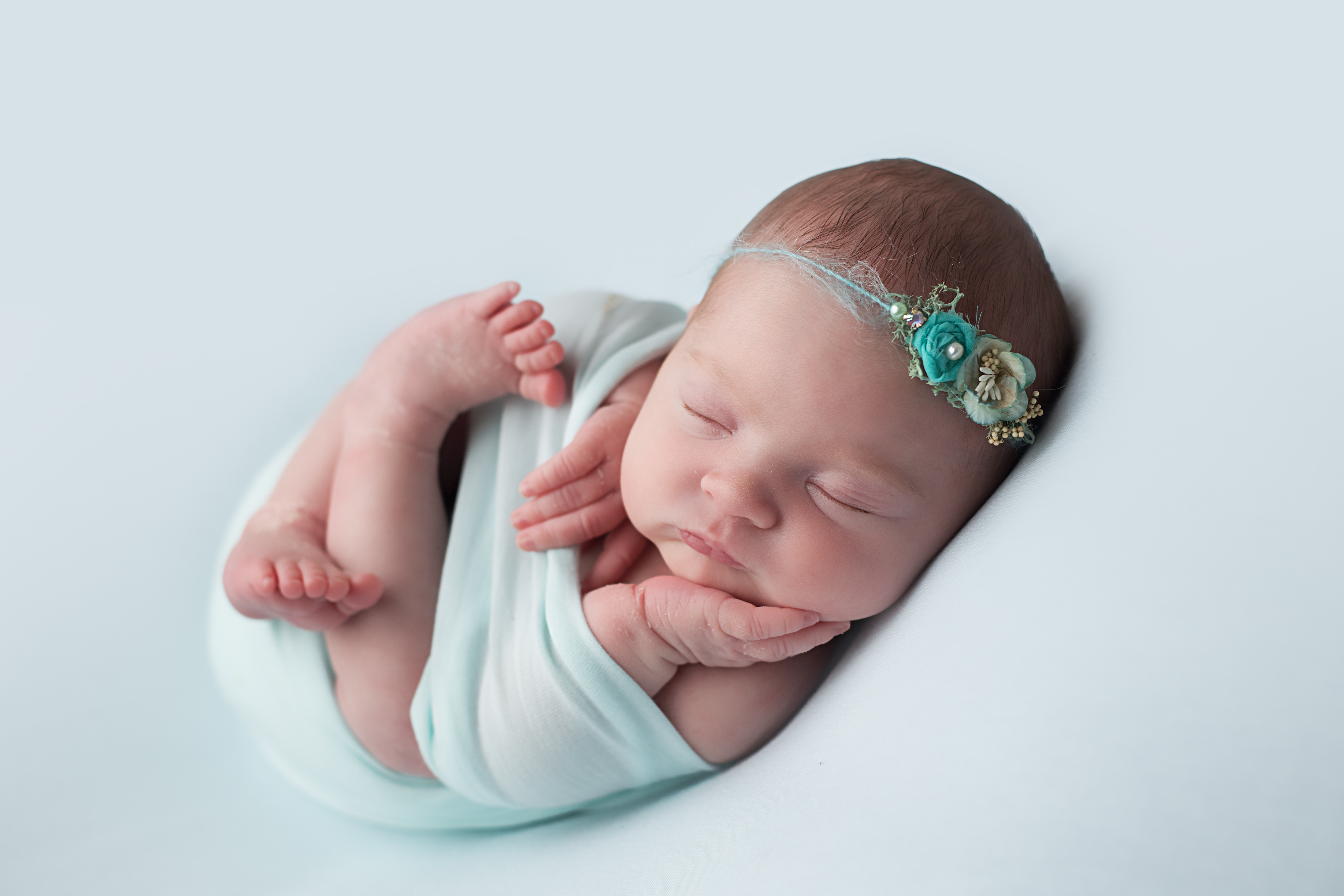 baby photo shoot glasgow - baby on mint backdrop