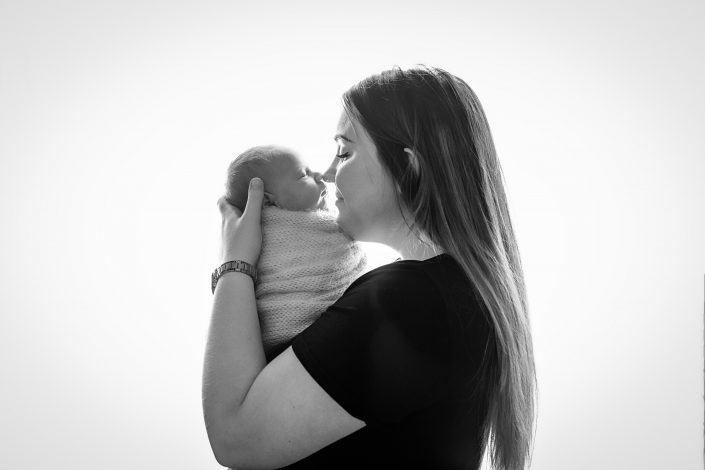 Newborn Photography Training Glasgow - parent pose